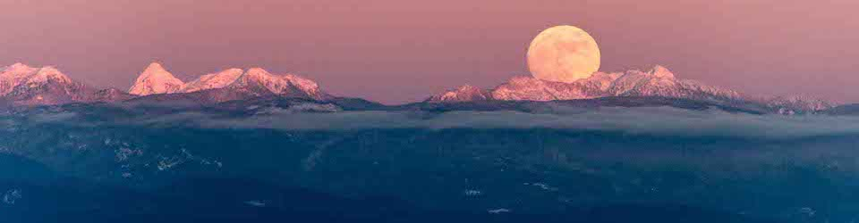 A Special Moonrise -over the Coast Range